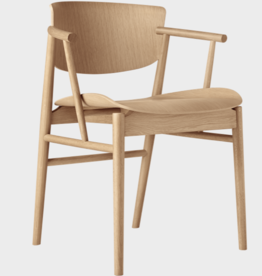 N01 CHAIR WITH ARMS IN OAK