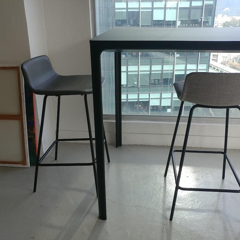 4317 PATO 灰色皮革櫃台凳