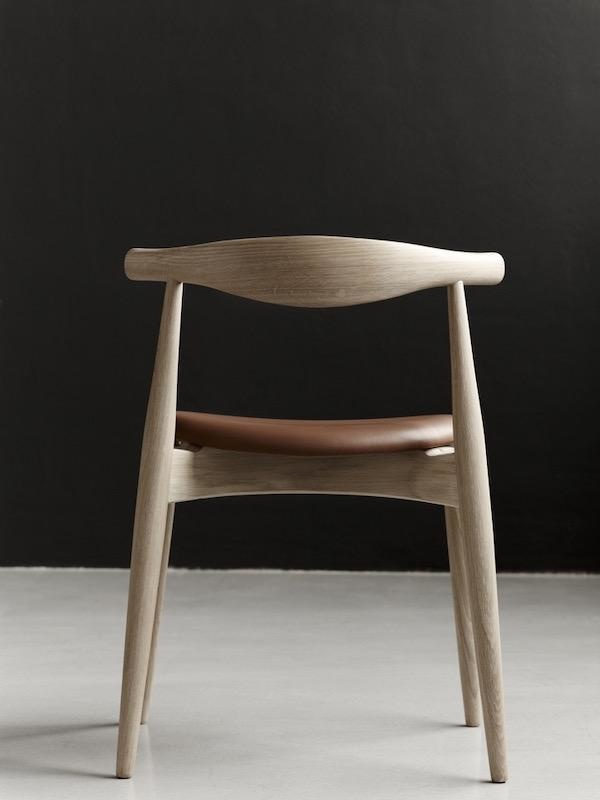 CH20 THE ELBOW CHAIR IN OAK