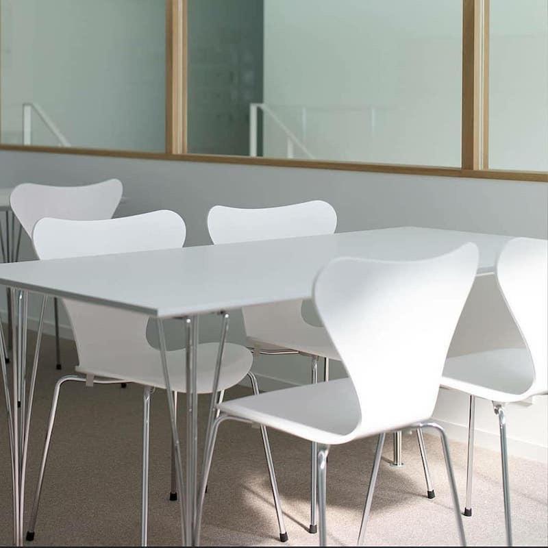 3107 系列7 白色漆面椅子