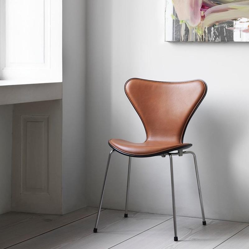 3107 SERIES 7 半包裹皮革椅子