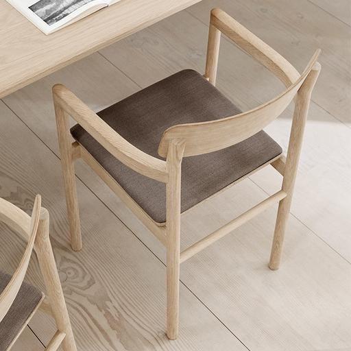 POST 扶手椅