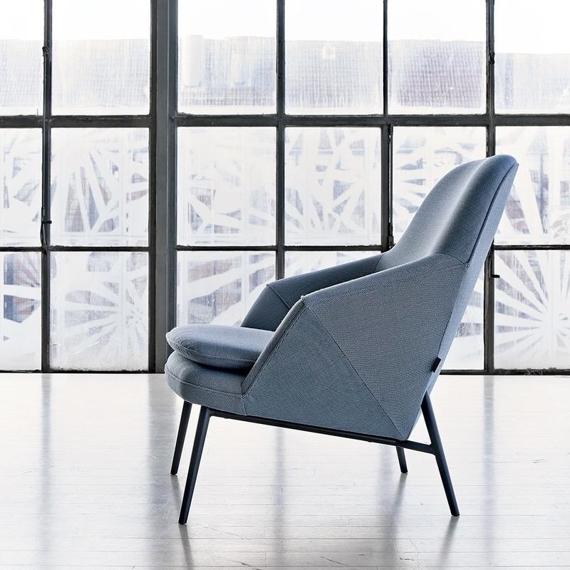 HUG LOUNGE CHAIR IN FABRIC