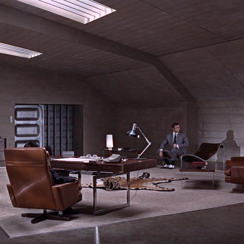BODIL KJAER設計的胡桃木辦公桌