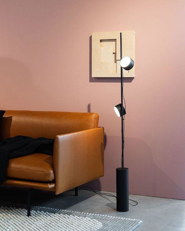 POST FLOOR LAMP