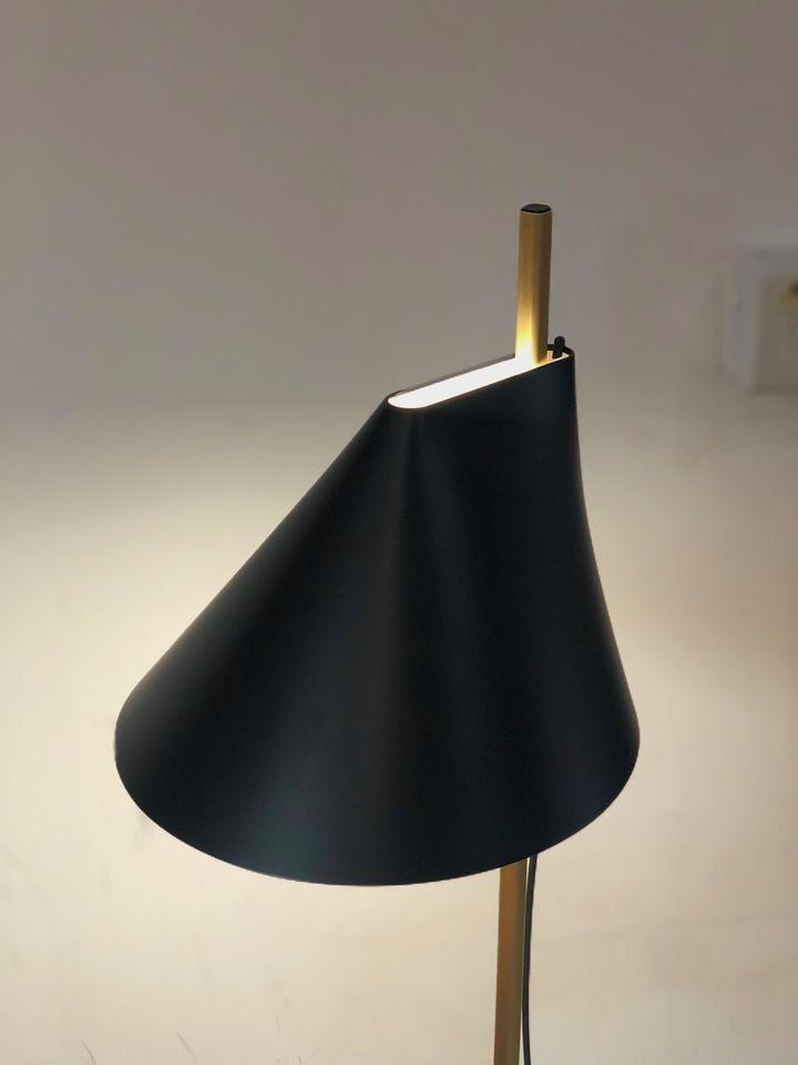 YUH LED FLOOR LAMP IN BRASS