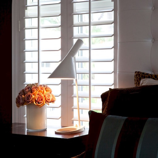 AJ TABLE LAMP IN WHITE