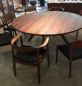 3180 YPSILON CUSTOM ROUND DINING TABLE, FIVE LEGS (DISPLAY)