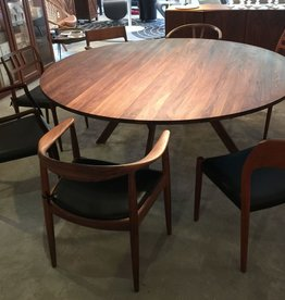 3180 YPSILON CUSTOM ROUND DINING TABLE, FIVE LEGS