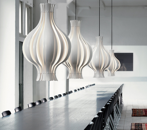 ONION-SHAPED PENDANT LAMP IN WHITE