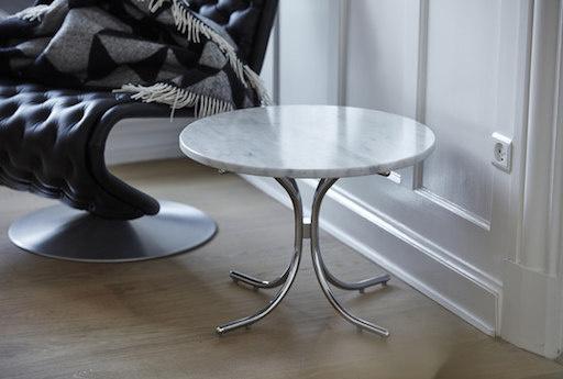 MODULAR 白色大理石面桌子