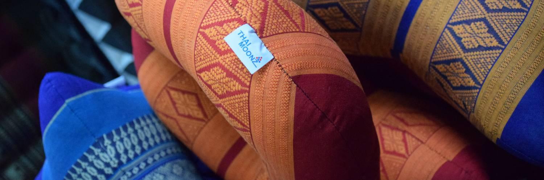 Moonz label op nekkussen fly