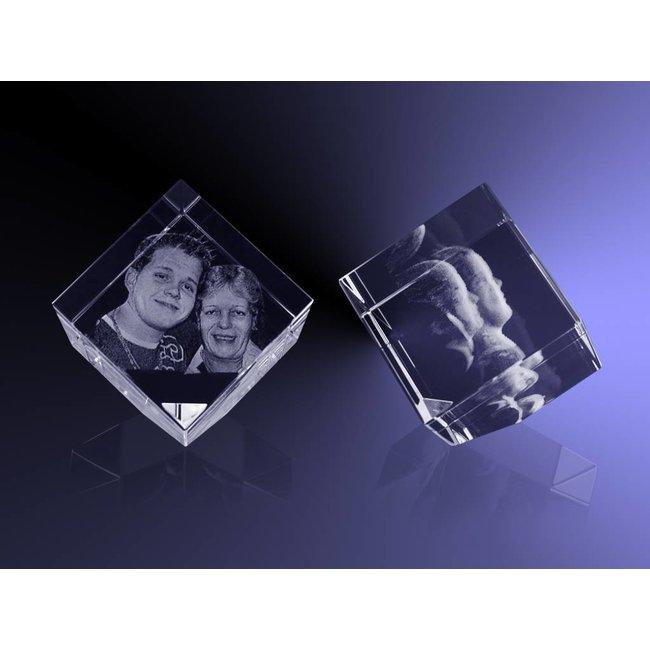 3d Glazen Kubus.Kubus Van 6 Cm Staand Op Hoek Met 3d Foto 180 Graden Foto