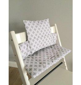 """Coussin """"croix - blanc"""" pour chaise haute Stokke Tripp Trapp"""