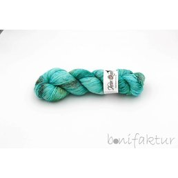 Skeinqueenyarns Wriggle col. Oyster Bay