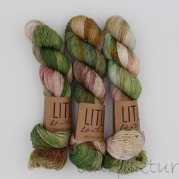 Life in the Long Grass Singles Sock col. Botanical