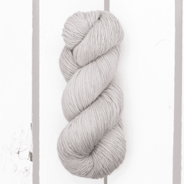 Madelinetosh Tosh Merino Light col. Farmhouse White