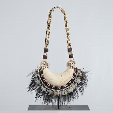 Necklace on tripod D28 H60