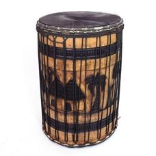 Bouba Percussion Doundoun 'grand tambour' Guinee, met houtsnijwerk