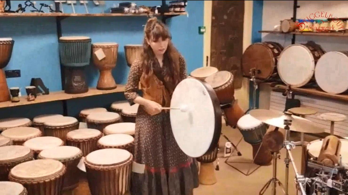 Fralalai (Francesca Lai) - Zingt en bespeelt een Framedrum met Fiberskyn vel van Remo