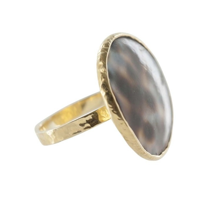 Betty Bogaers Betty Bogaers big tiger shell ring gold size 16