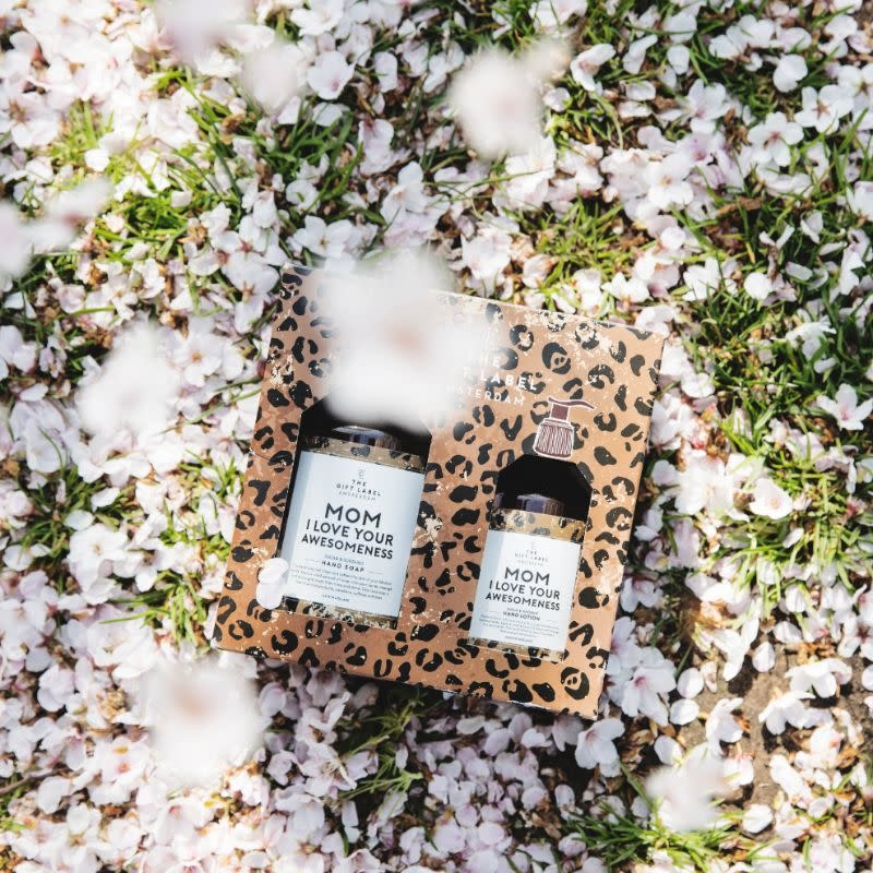 The Gift Label Gift box hand soap + lotion 'Mom, I love your awesomeness'