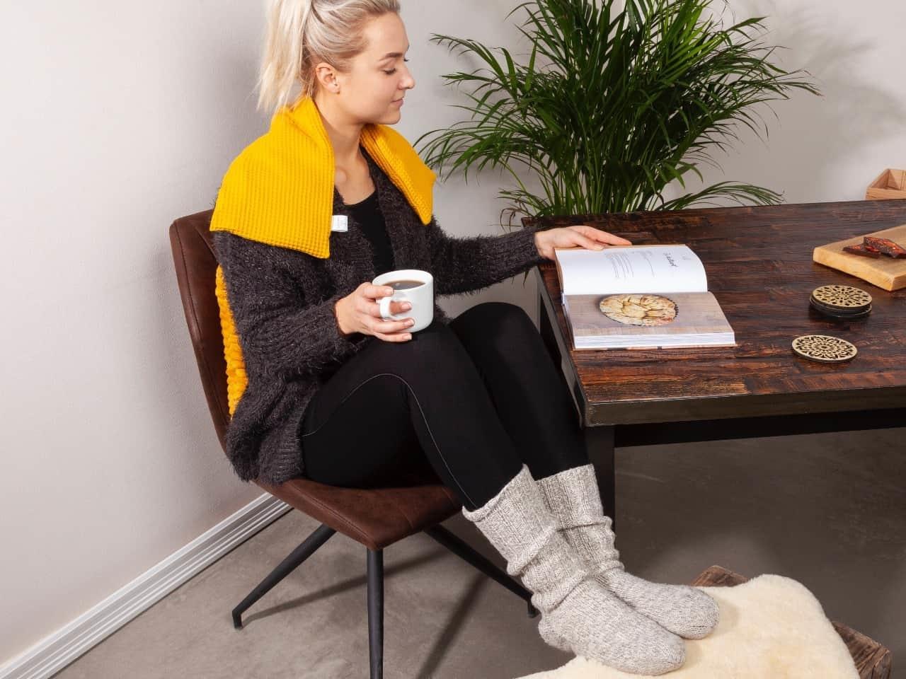 Janneke's warmtesjaal Janneke's Warmtesjaal 70 x 20 cm - lijnzaad okergeel