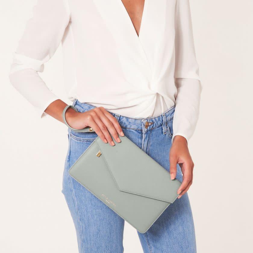 Katie Loxton Katie Loxton Esme enveloppe clutch bag - be happy be bright be you - grey 16 x 26 cm
