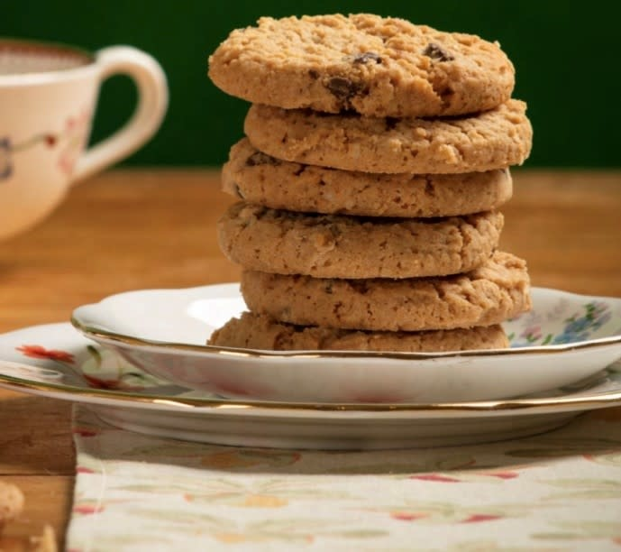 Grandma Wild's Giant tube Cats in jumpers  - crumbly oat biscuits 200 gr.