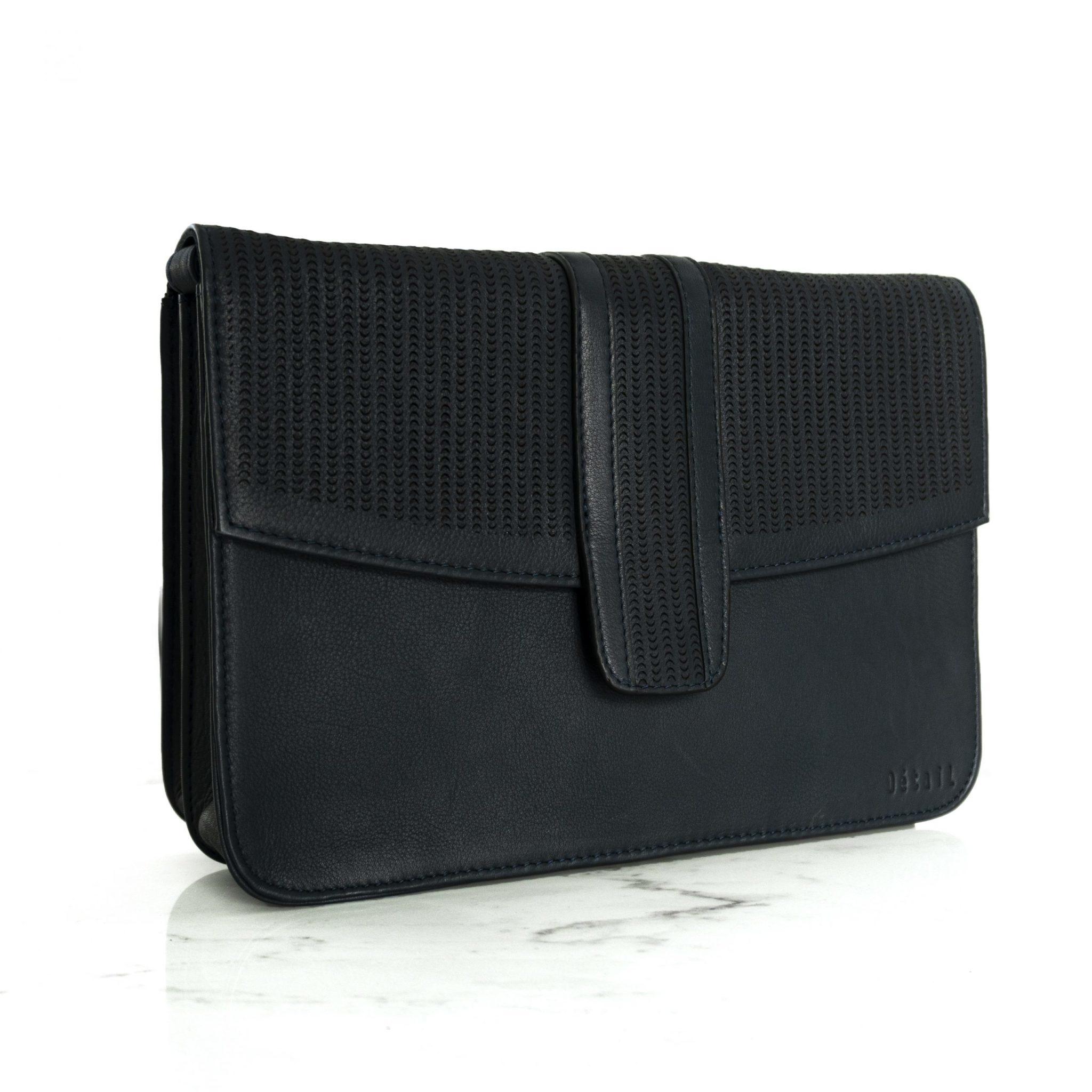 Détail Harmony handbag navy perforated