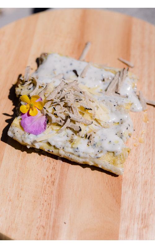Canneloni ripieni  con brasato di manzo, mortadella e bechamel al tartufo e tartufo fresco