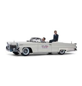 Lincoln Lincoln Continental Mk III Convertible J.F.K. in Oregon 1960 + 2 Figures - 1:18 - Sun Star