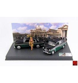 Alfa Romeo Alfa Romeo 1900 Taxi + Fiat 1100 TV Taxi + 3 Figures  (SET Taxi Piazza San Pietro Roma ) 1959 - 1:43 - Rio