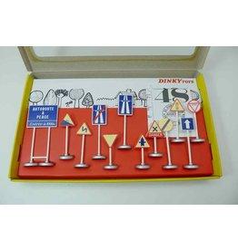 Dinky Toys (Editions Atlas) Panneaux de Signalisation Routière - 1:43 - Atlas