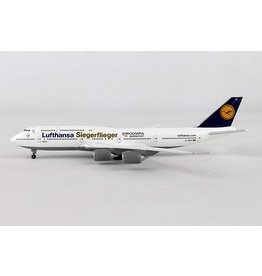 Boeing Boeing 747-8 'Lufthansa D-ABYK: Siegerflieger Olympiamannschaft Rio 2016' - 1:500 - Herpa