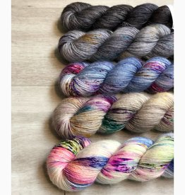 Uschitita FIVE SKEIN FADE - DENIM SPRINKLES