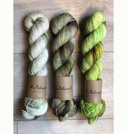 Fru Valborg THREE SKEIN FADE - GREEN GRASS