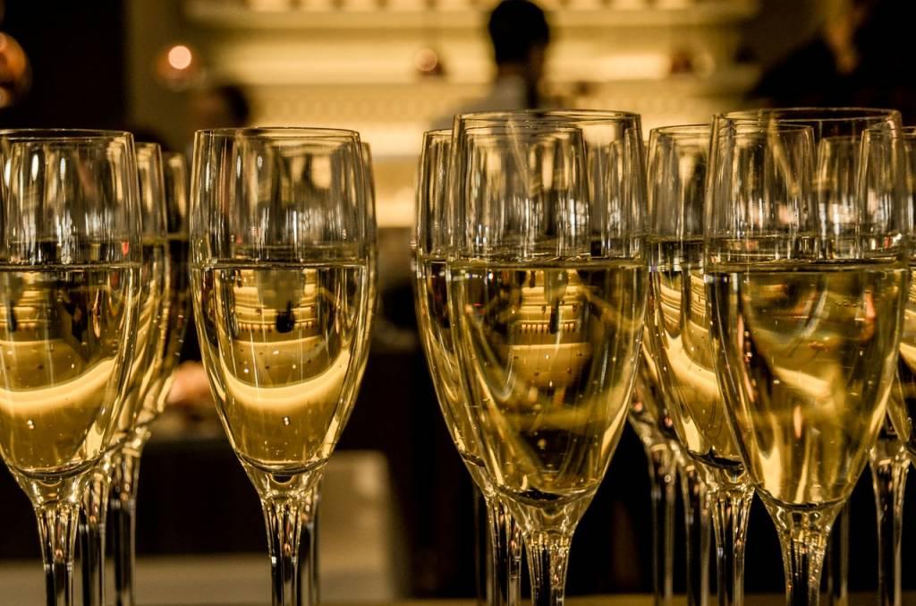 Beginne den Tag mit einem Lächeln und beende ihn mit Champagner