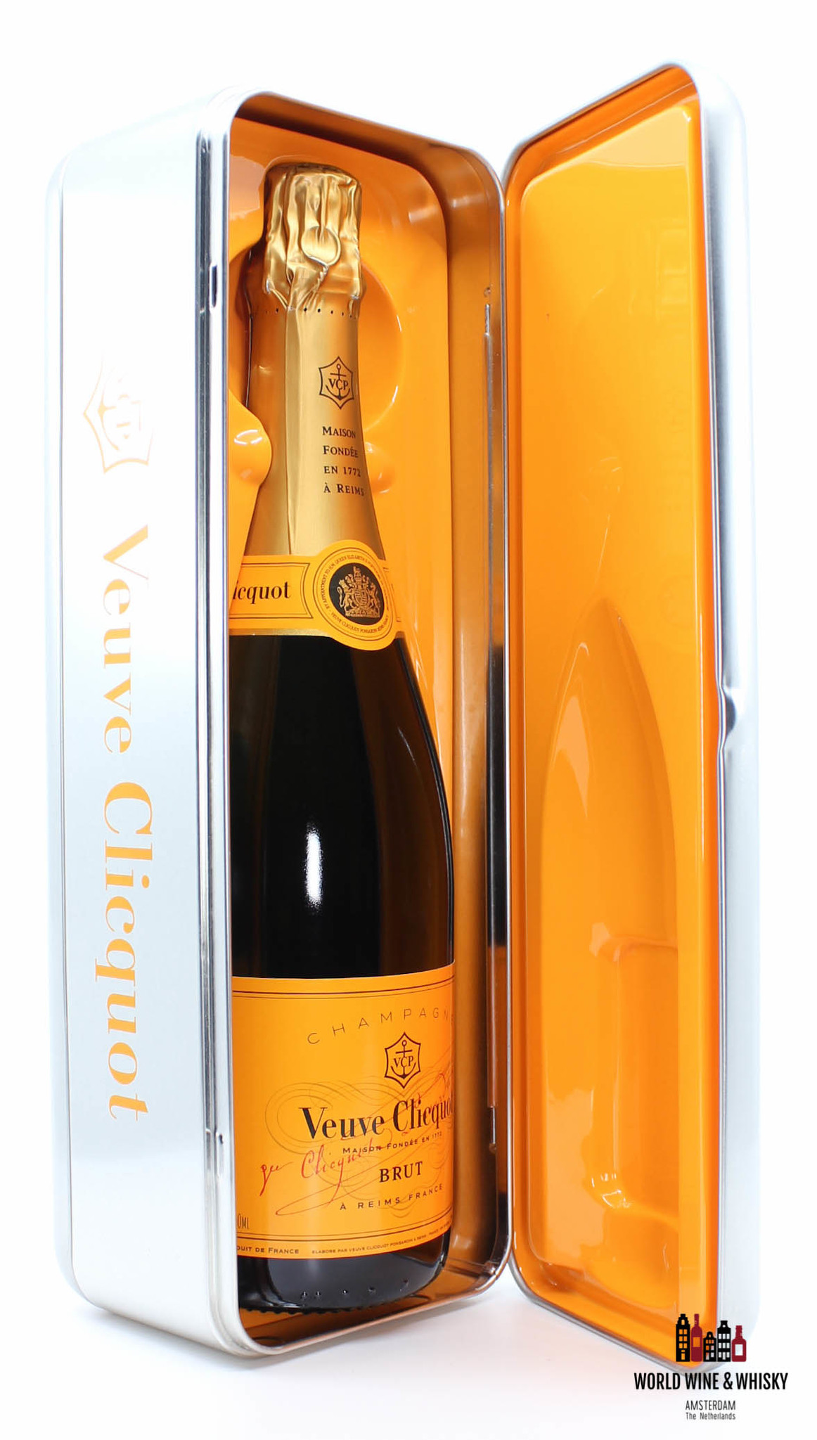 Veuve Clicquot Veuve Clicquot Champagne Brut - in silver/metal fridge