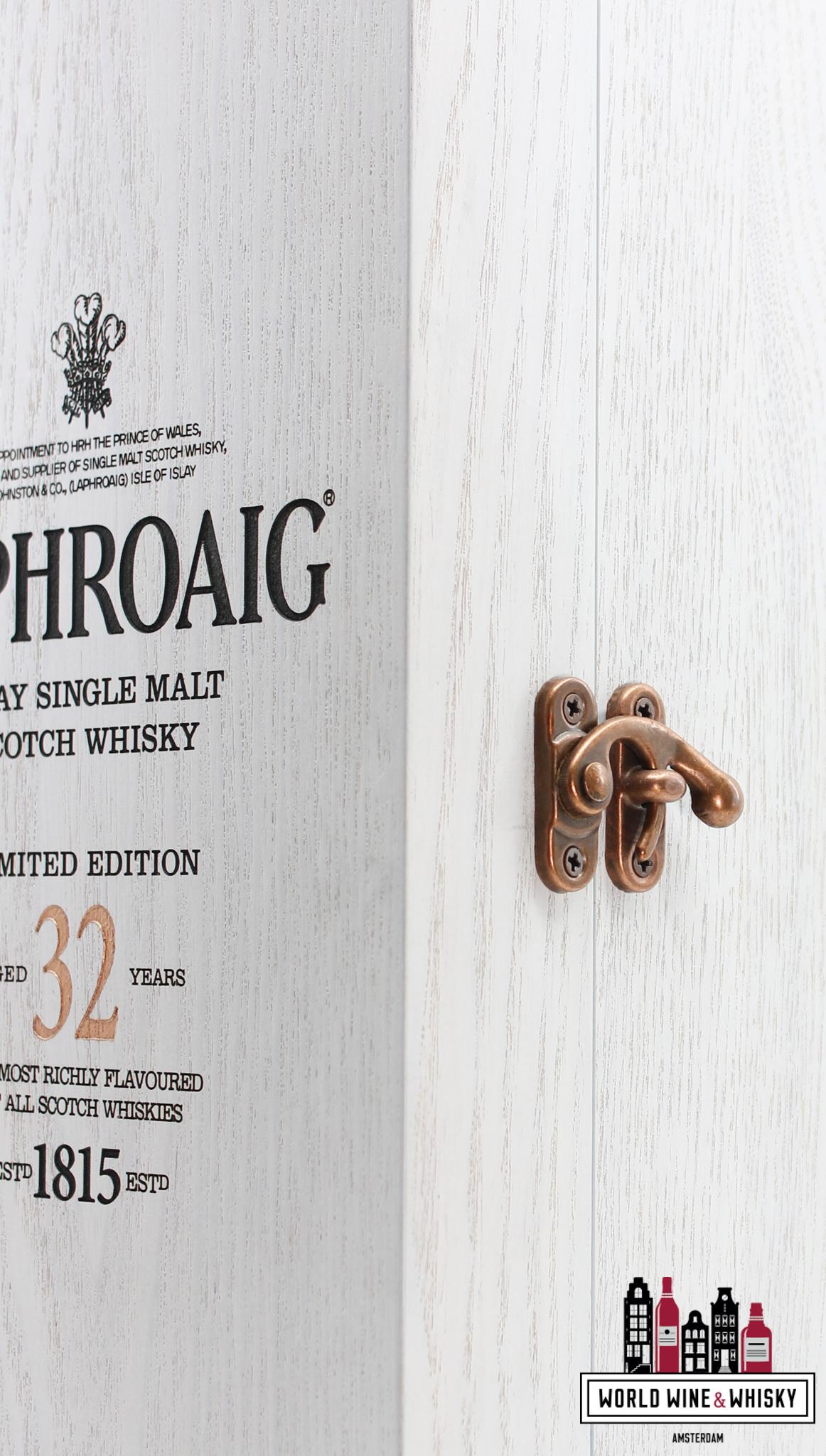 Laphroaig Laphroaig 32 Years Old 2015 - Limited Edition 46.6% (1 of 5880)