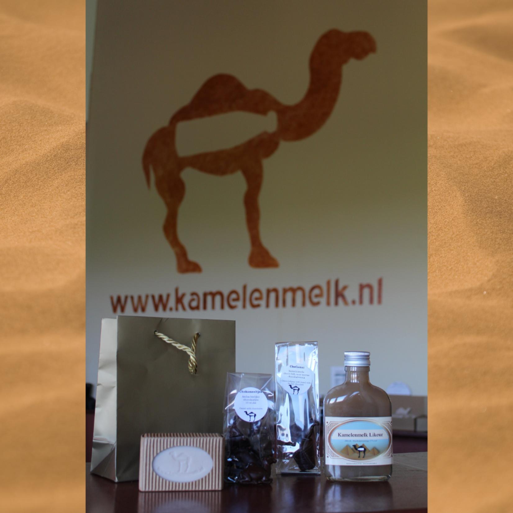 Kamelen cadeau pakket 2 met kamelenzeep, chokameeltjes, een Choco-lolly en een flesje kamelenmelk likeur