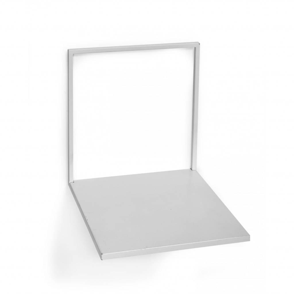 Modern en strak wandplankje van wit metaal