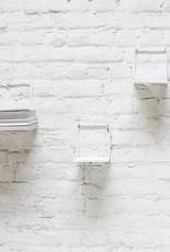 Design wandplank van wit metaal