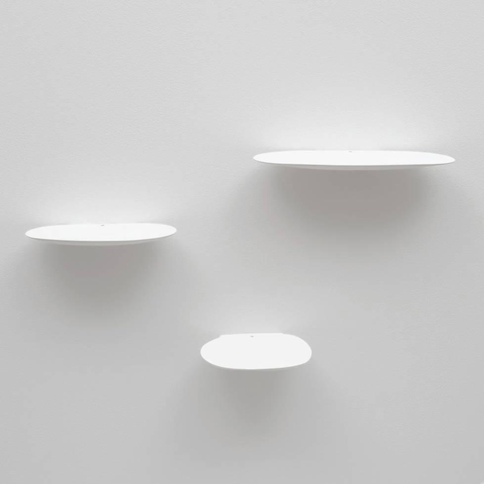Zwevend design wandplankje van wit keramiek