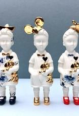 Mini popje jongen met hoedje van Lammers en Lammers