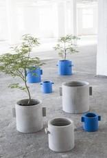 """Design bloempot """"Kiko"""" van blauw beton van 20 cm"""
