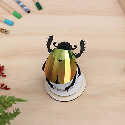 Scarabee kever van mango groen papier om te knutselen