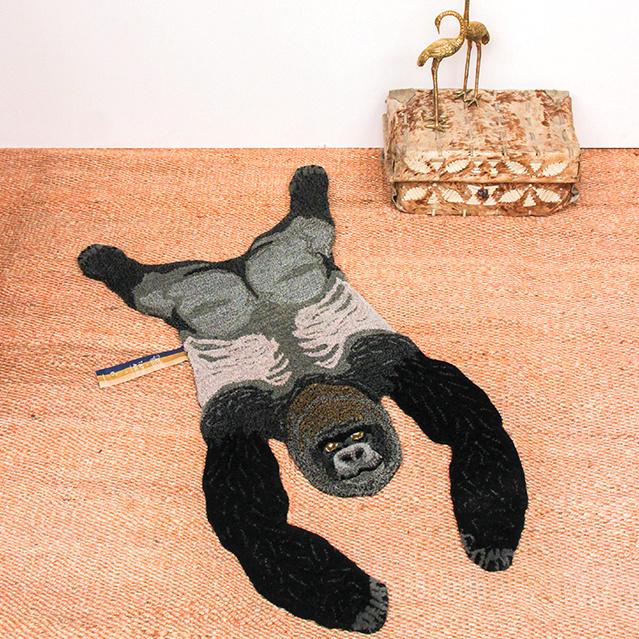 Doing goods gorilla kleed