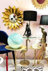 Gouden tafellamp in de vorm van een toekan
