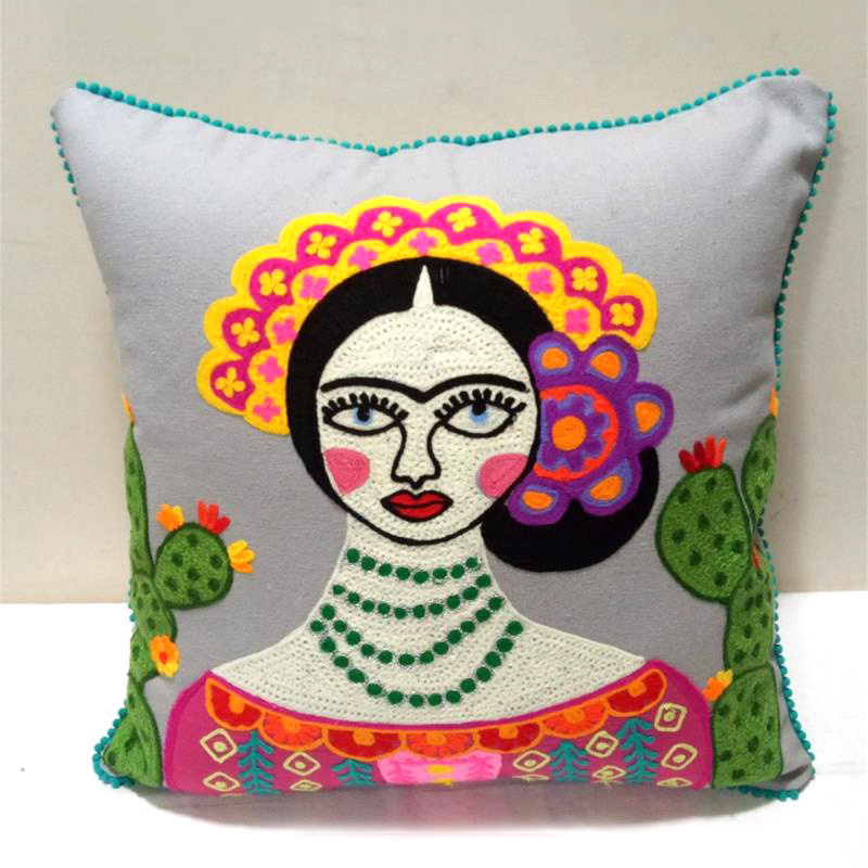 Grijs sierkussen met Frida Kahlo